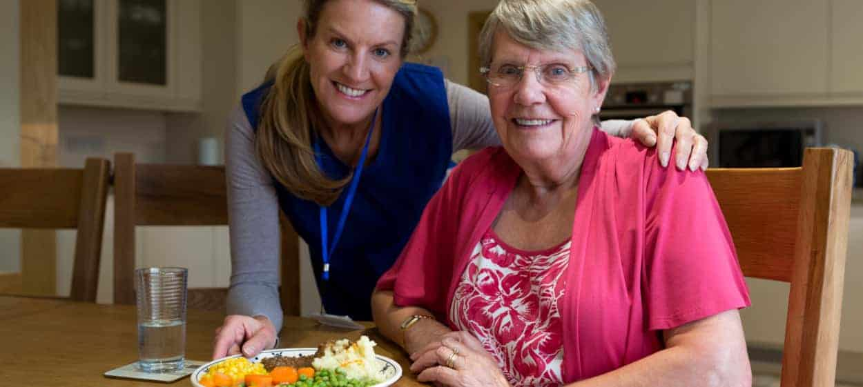 caregiver mealtime assistance